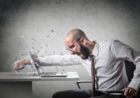 golpe a ordenador